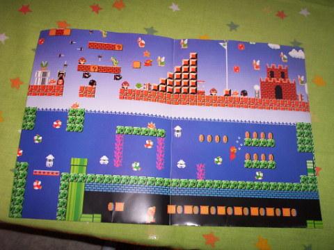 O poster que vem com a revista é sobre o clássico Super Mario Bros!