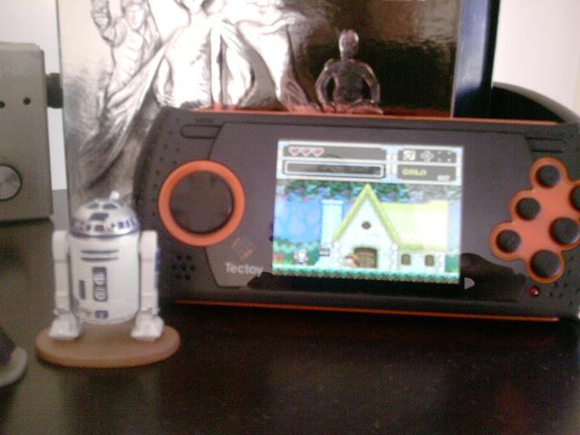 Taí a prova do Percy: Wonderboy no Mega Drive portátil. E eu tenho certeza que o Percy é um bom menino e tem o Wonderboy original na estante do quarto dele.