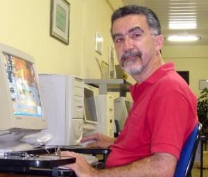 Sr. Edilson Rodrigues trabalhando na redação do Jornal A Semana.