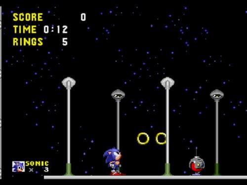 """<a href=""""http://www.gagagames.com.br/wp-content/uploads/2010/08/AcademiaGamer-banner.png""""><img class=""""aligncenter size-full wp-image-19456"""" title=""""AcademiaGamer (banner)"""" src=""""http://www.gagagames.com.br/wp-content/uploads/2010/08/AcademiaGamer-banner.png"""" alt="""""""" width=""""599"""" height=""""116"""" /></a> <p style=""""text-align: center;""""><em>""""Para quem quer fazer exercícios de reflexão""""</em></p> Olá crianças!  Já falamos aqui sobre o fato de ser essencial a repetição a todo e qualquer jogo. E também que é uma pena que a indústria de games de modo geral promova geralmente a """"repetição pelo diferente"""", ou seja, ao invés de retomarmos um mesmo jogo, """"repetimos"""" a experiência com algum game parecido (do mesmo estilo, do mesmo criador etc.). Isso, evidentemente, não é de hoje, mas reflete boa parte da nossa mentalidade moderna a respeito da efemeridade das coisas e a falta de senso de duração e perpetuidade.  Algo curioso acontece quando jogamos novamente o mesmo jogo. Quando estamos jogando aquele game que conhecemos desde bem pequenos (e que quando tentamos imaginar quantas vezes já ligamos nosso console para jogá-lo não conseguimos enumerar de forma alguma), este mesmo game continua a nos surpreender. A surpresa é essencial ao jogo: se temos certeza de tudo que vai acontecer após termos entrado em jogo, saímos dele rapidinho porque não teria a menor graça."""